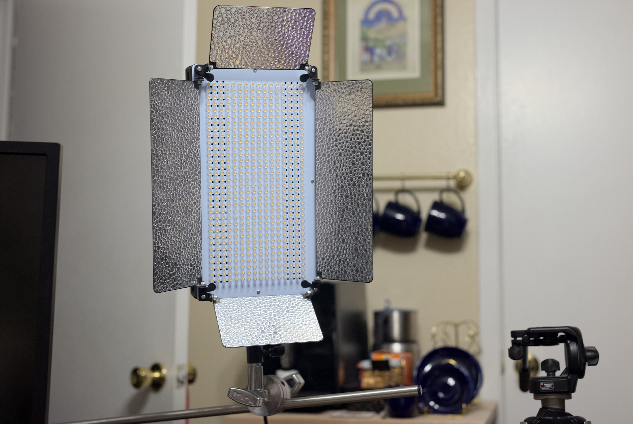 A picture of a studio light
